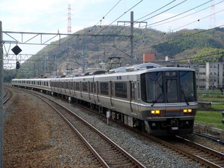 080315_223系6000番台と221系の併結編成・島本駅にて
