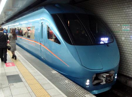 080404_小田急MSE60000形・大手町駅にて
