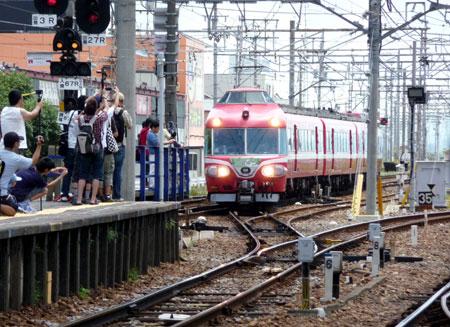 090808_7000系パノラマカー・新安城駅