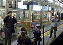 091206_臨時直通列車車内から・淡路駅