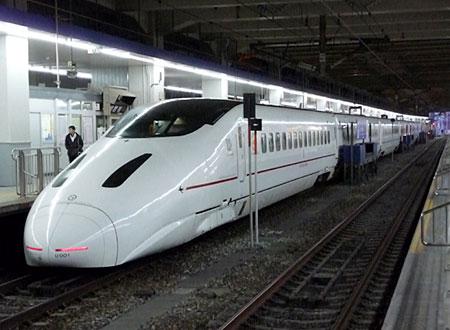 110312_博多駅・到着一番列車・800系