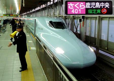 110312_博多駅・N700系