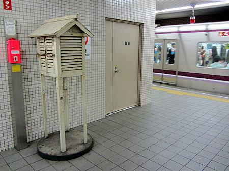121014_大阪市営地下鉄天満橋駅・百葉箱