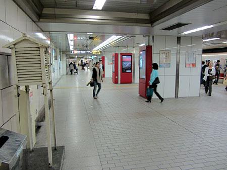121014_大阪市営地下鉄梅田駅・百葉箱