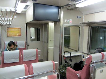 130225_京阪旧3000系・テレビカー車内
